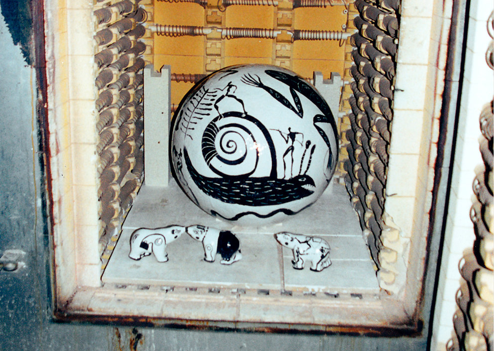 Brennofen mit Kugelbrunnen und Eisbären, 2001