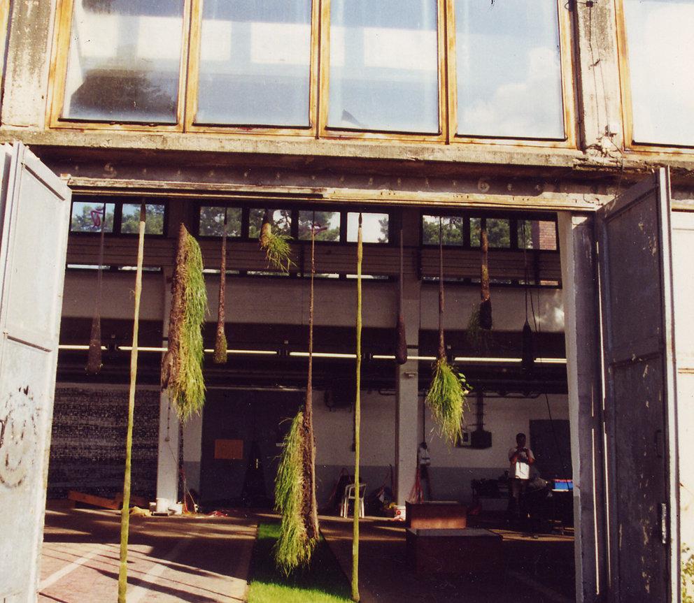 """""""Hängende Gärten - Unruhe"""", Panzerhalle Großglienicke, Berlin, 1999"""